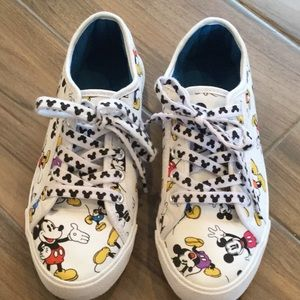 Disney shoes boy or girl like new condition